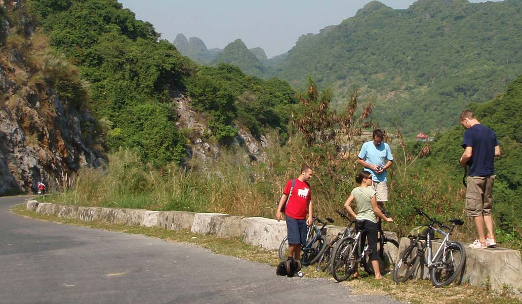 Discover Cat Ba Island by mountain bike